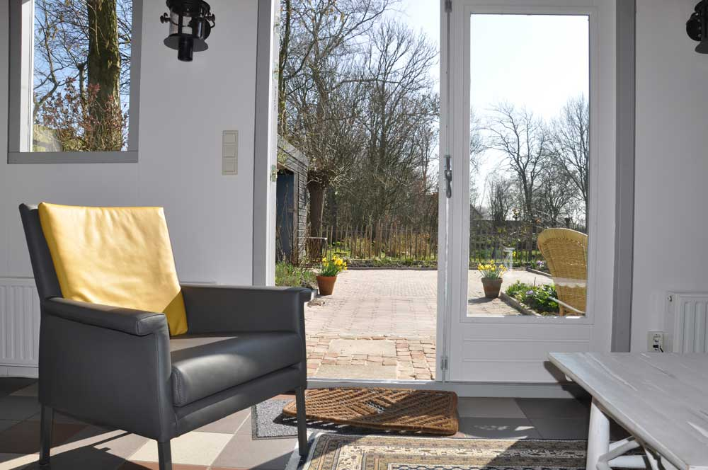 Interieur en zicht op terras u2013 garden guesthouse